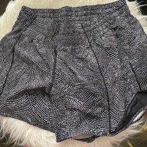 Lululemon hotty hot shorts 6